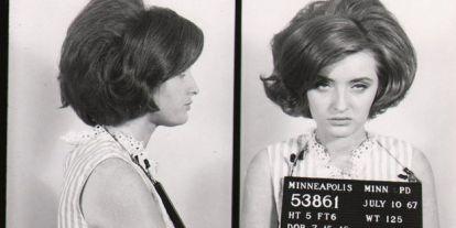 Nézegessen 1930-60-as évek hölgyeiről készült rabosító fotókat