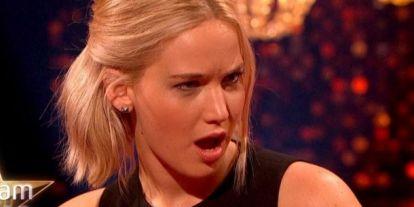 Lábirigység: Jennifer Lawrence miniszoknyában dögösebb, mint valaha