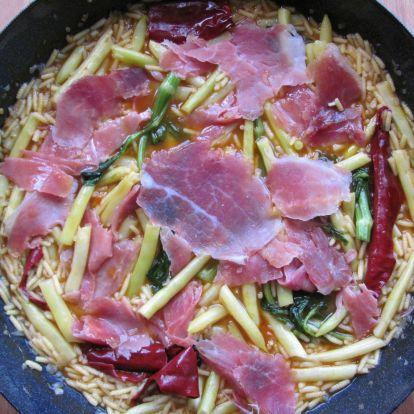 Zöldbab csigatésztával és sonkával