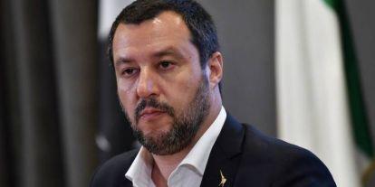 Halászhajókkal jönnek a migránsok, Salvini nem engedi kikötni őket