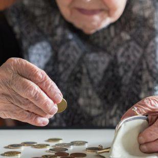 Több százezer magyar nyugdíjas nyomorog