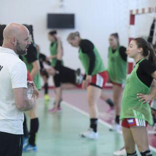 Huszonkét játékossal utazik edzőtáborba a női kéziválogatott