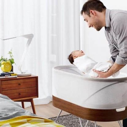A lusta szülők helyett robot altatja el a babát