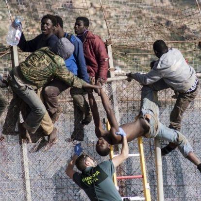 Ilyen az, amikor megérkeznek a migránsok Spanyolországba – videók