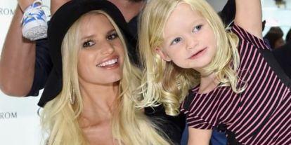 Jessica Simpson lánya bikinis fotójával kiborította az internetet – Szerinted is durva?
