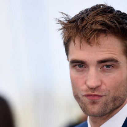 Robert Pattinson újra becsajozott