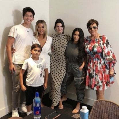 BRÉKING: Kendall Jenner Nanushka ruhába bújt - FOTÓK