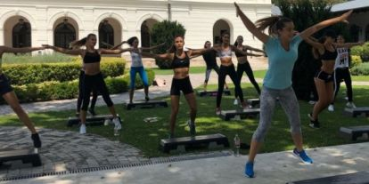 Rubint Rella kőkemény edzést tartott a Miss Balaton döntőseinek