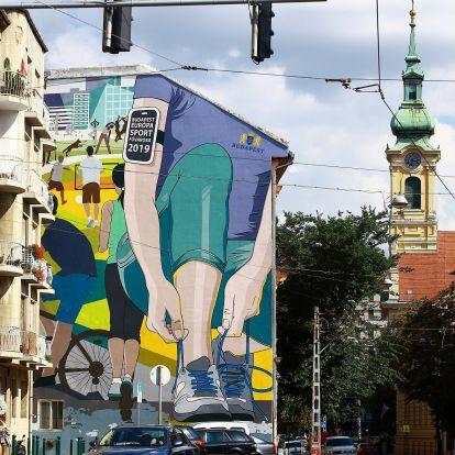 Újabb óriás fűzfalfestmény jelent meg Budapesten, ami ezúttal arra buzdít, hogy mozgassuk meg a habtestünket