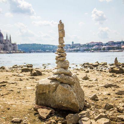 Vicces kedvű gerillaszobrászok használják ki a rekordalacsony Duna-vízállást