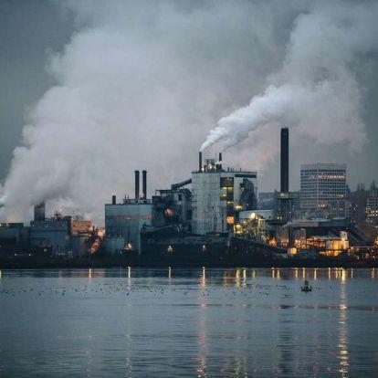 Ismét a klímakatasztrófáért felelős erőműveket hozná helyzetbe Trump