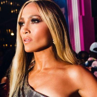 Boszorkányság és fizikai képtelenség, amit Jennifer Lopez művel