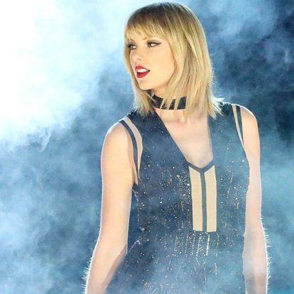 Taylor Swift egy perc néma csenddel emlékezett meg Aretha Franklinről