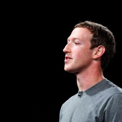 Sorra lépnek le a Facebook vezetők
