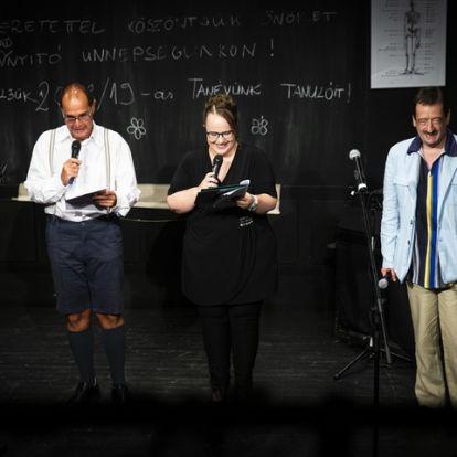 Elkezdődött a nők évada a Karinthy Színházban