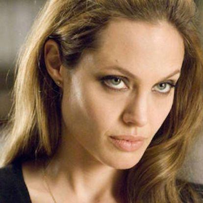 Angelina Jolie megbánta a házasságát Brad Pittel?