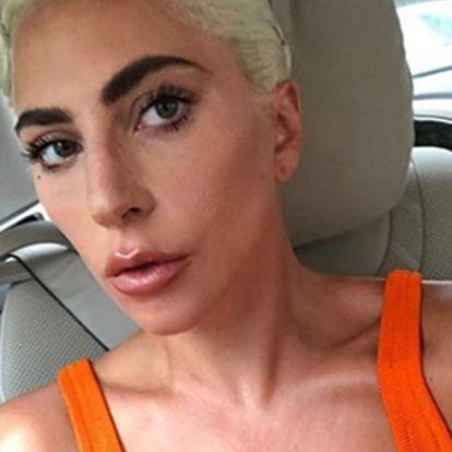 Lady Gaga felismerhetetlen ezen a címlapfotón