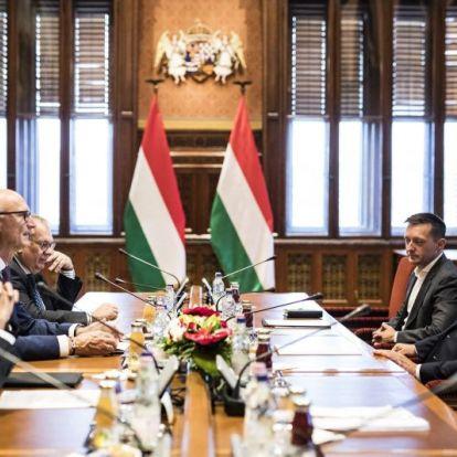 Mi készül itt? Orbán Viktor fogadta a Deutsche Telekom vezérigazgatóját