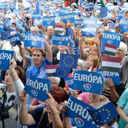 Gyurcsányék ma is a Parlament előtt tüntetnek – Ezúttal civilek is csatlakoznak