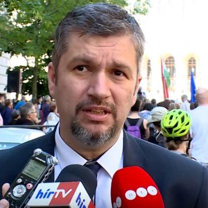 Sírva hívta Hadházy Ákost a felesége, a politikus gyerekeit zaklatta a Fidesz