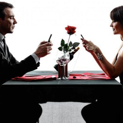 Saját randiszolgáltatással nyomná le a Facebook a Tindert
