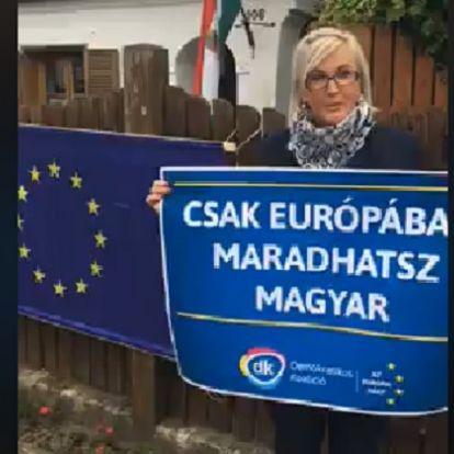 Friss: Ma reggelre kirakták az uniós zászlót Orbán Viktor felcsúti házára (+videó)