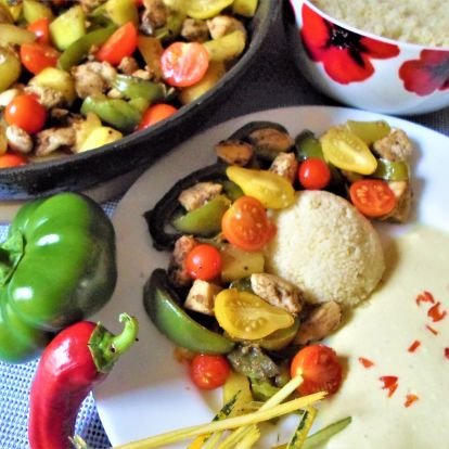 Zöldséges csirkemell, joghurtos mártással és kuszkusszal