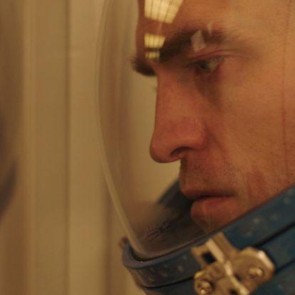 Robert Pattinson most aztán nyakig van az űrslamasztikában