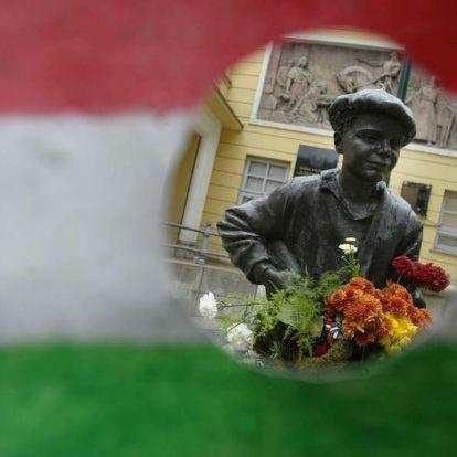 Október 23. – Együtt tüntet Jeszenszky, az MSZP, Hadházy és a Momentum