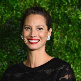 Christy Turlington Photoshop nélkül: a 49 éves modell gyönyörűbb, mint 20 éve