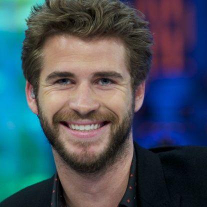 Liam Hemsworth tényleg ilyen pici, vagy ez a bika túl nagy?