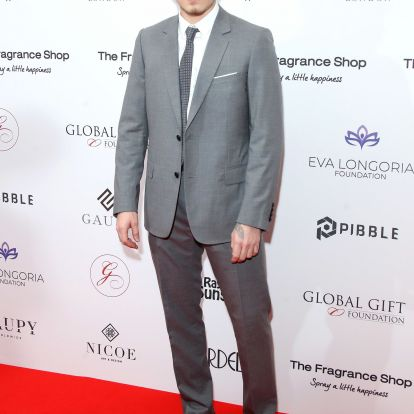 Brooklyn Beckham úgy néz ki ebben az öltönyben, mintha a saját nagyapja lenne