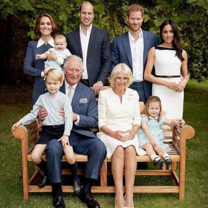 Elbűvölő családi fotóval ünneplik a ma 70 éves Károly herceget