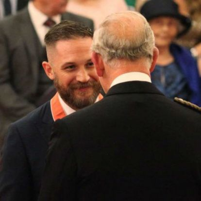 Károly herceg kitüntette Tom Hardyt