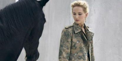 Háborognak a rajongók Jennifer Lawrence új kampányán