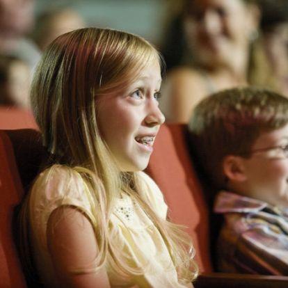 A négyhetes baba nem nézhet korhatáros filmet