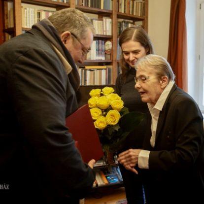Törőcsik Marit köszöntötte 83. születésnapján a Nemzeti Színház