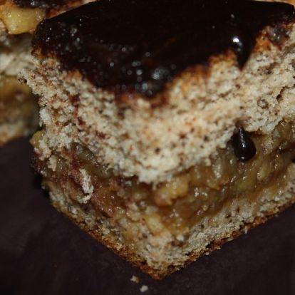 Almás-diós-csokis sütemény