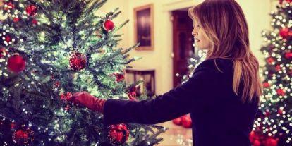 Melania Trump fényűző pompába öltöztette karácsonyra a Fehér Házat - egyvalami mégis szúrja sokak szemét