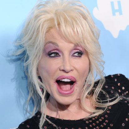 Dolly Parton férje édeshármast akart Jennifer Anistonnal