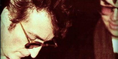 A Beatles sztárja autogrammot adott gyilkosának, aki pár órával később végzett vele