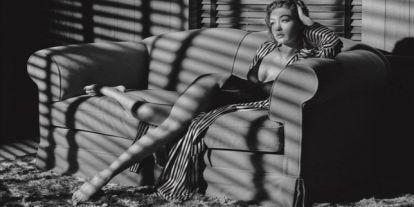 Sejtelmesen erotikus képek a jövő évi Pirelli naptárban