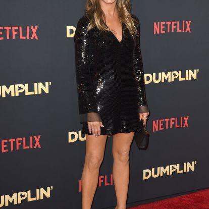 Jennifer Aniston lehengerlő volt - mindenki ilyen koktélruhára vágyik a partiszezonra