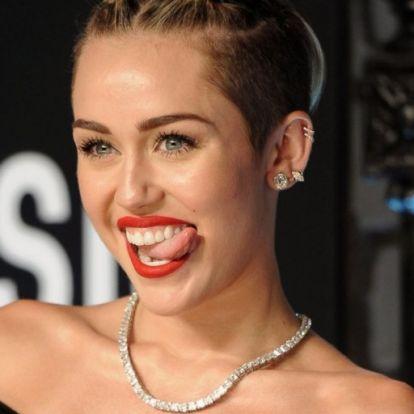 Miley Cyrus félmeztelenül promózza új klipjét