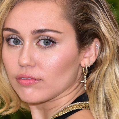 Miley Cyrus az anyja miatt szokott vissza a dorgokra
