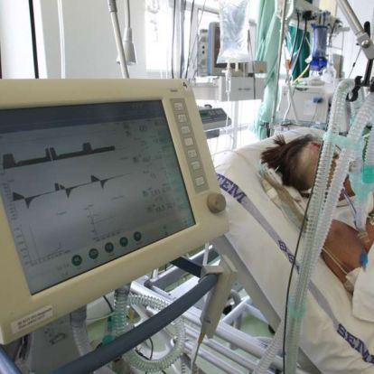A kórházak úsznak az adósságban, a fenntartó díszvacsorát ad