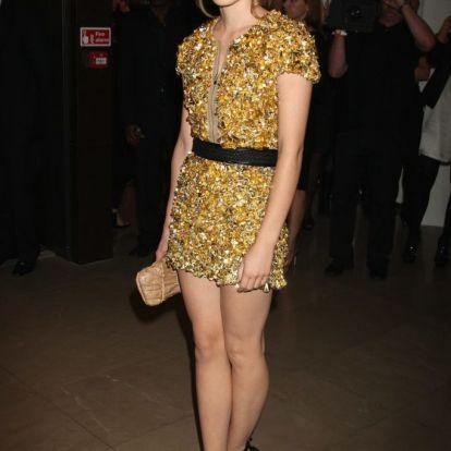 Emma Watson úgy néz ki ezen a 2018-as fotón, mint 10 évvel ezelőtt