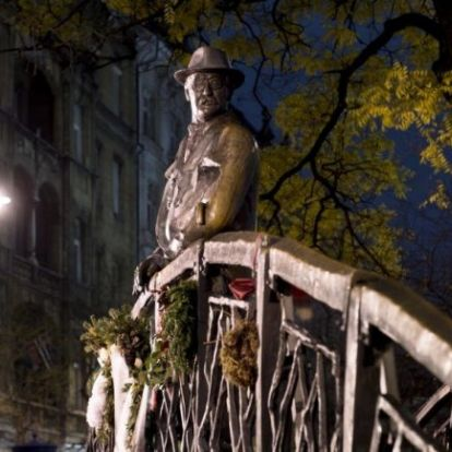 Bizarr látvány lehet a Parlamentnél, ha eltávolítják Nagy Imre szobrát?