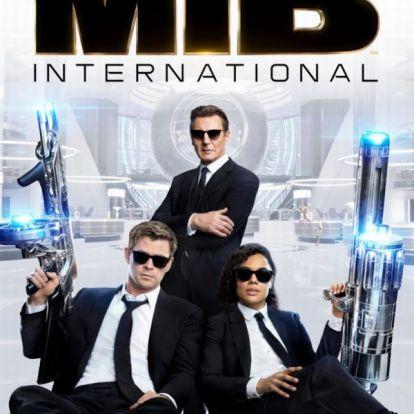 Liam Neeson büszkén feszít az új Men in Black plakátján