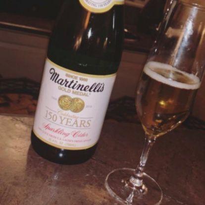 Demi Lovato alkoholmentes pezsgővel üzeni: megtanulta a leckét idénre